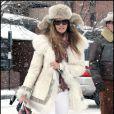 Elle Macpherson se promène dans la station de ski d'Aspen le 23 décembre 2009