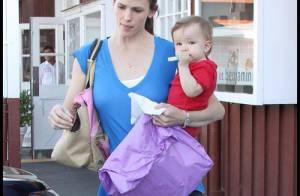 Seraphina Affleck fait comme sa soeur et refuse de quitter les bras de Jennifer Garner... mais Violet a une bonne excuse, elle !
