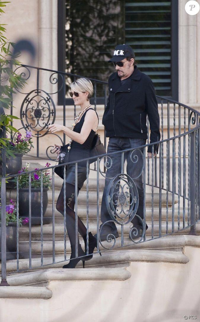 Johnny et laeticia hallyday le 3 janvier sortant de leur maison de beverly glen suivis de leurs - Maison de johnny hallyday ...