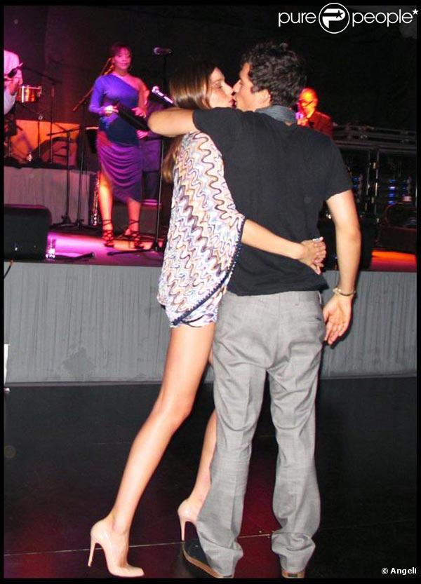 Miranda Kerr et son amoureux Orlando Bloom, à l'occasion du réveillon du jour de l'an donné par Roman Abramovich dans sa villa de Saint-Barthelemy, le 31 décembre 2009.