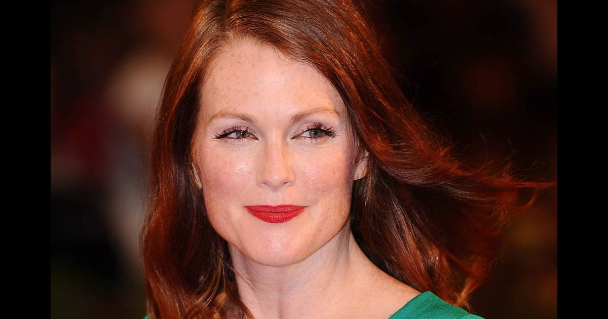 l 39 actrice am ricaine julianne moore purepeople. Black Bedroom Furniture Sets. Home Design Ideas