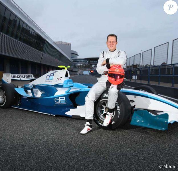 Arpès le rouge Ferrari, Michael Schumacher craque pour le bleu Mercedes, en Espagne le 12 janvier 2010 !