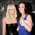 En fashionista avertie, Leighton ne manque jamais de cotoyer les grands noms de la mode : ici avec Donatella Versace, lors de la soirée Versace à New York, le 18 mars 2008 ! Et bien sûr elle porte une robe de la créatrice !