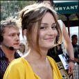 L'actrice de 23 ans fait des ravages où qu'elle passe grâce à son charme indéniable...