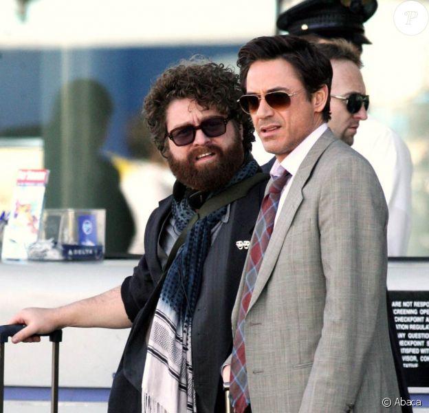 Robert Downey Jr. et Zack Galifianakis sur le tournage de Due Date, de Todd Phillips, à San Bernardino, en décembre 2009.