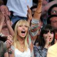 Enfin, pour son amoureux Sasha Vujacic, la championne de tennis Maria Sharapova devient complètement hystérique. Le basketteur peut compter sur sa belle blonde... à 200% ! Avec elle, c'est le dunk assuré !