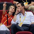 Devant un match, Letizia d'Espagne est très concentrée. Et lorsque son prince Felipe lui demande le score, pas question qu'elle lui réponde. Rater un point, pour une simple explication... le jeu n'en vaut définitivement pas la chandelle !