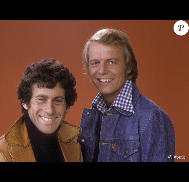 Paul Michael Glaser (gauche) et David Soul alias Hutch et Starsky