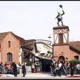 We are the world a été réenregistrée au profit de Haïti en 2010 pour le 25e anniversaire de sa création, le 1er février aux studios Jim Henson