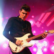 John Mayer : Après son clip ultra novateur, le womanizer recommence à faire des ravages... sur scène !
