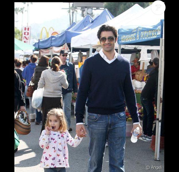 Gilles Marini et sa fille Juliana dans les rues de Los Angeles