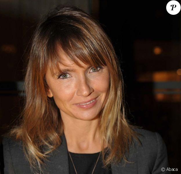 Axelle Laffont fait ses débuts sur scène en tant que chanteuse le 11 février 2010, à Paris.