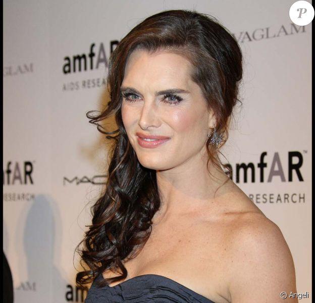 Brooke Shields lors du gala de l'amfAR à New York, dédié à Natasha Richardson, le 10 février 2010 !