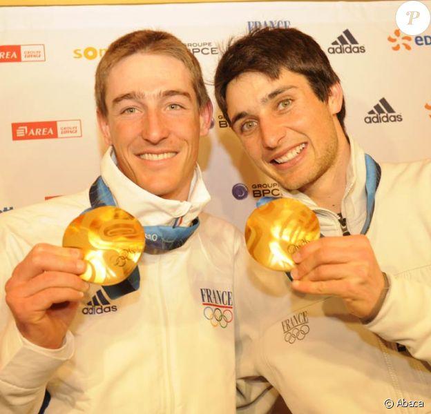 Jason Lamy-Chappuis médaille d'or de l'épreuve du combiné et Vincent Jay médaille d'or de l'épreuve de biathlon 10 km, aux J.O. de Vancouver, le 14 février 2010.