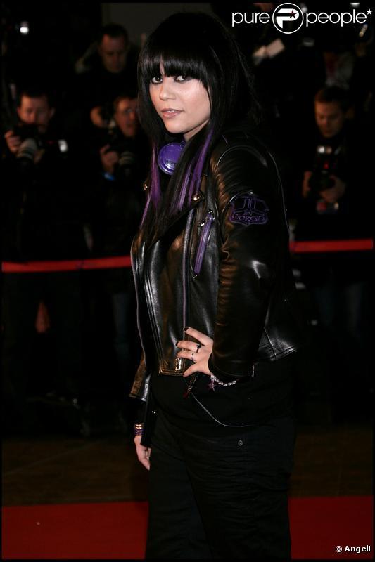 Jena Lee a écrit Fleurs de glace, le premier extrait français de l'album du groupe allemand Eisblume.