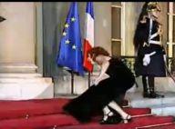 Mylène Farmer : Regardez, une arrivée pleine d'élégance à l'Elysée... jusqu'à une vilaine gamelle ! (réactualisé)