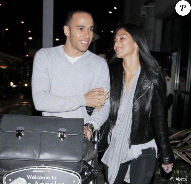 Nicole Scherzinger et Lewis Hamilton, amoureux, à l'aéroport de Los Angeles. 05/03/2010