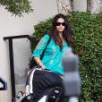 Camila Alves, chérie de Matthew McConaughey se balade avec sa petite Vida. Mars 2010
