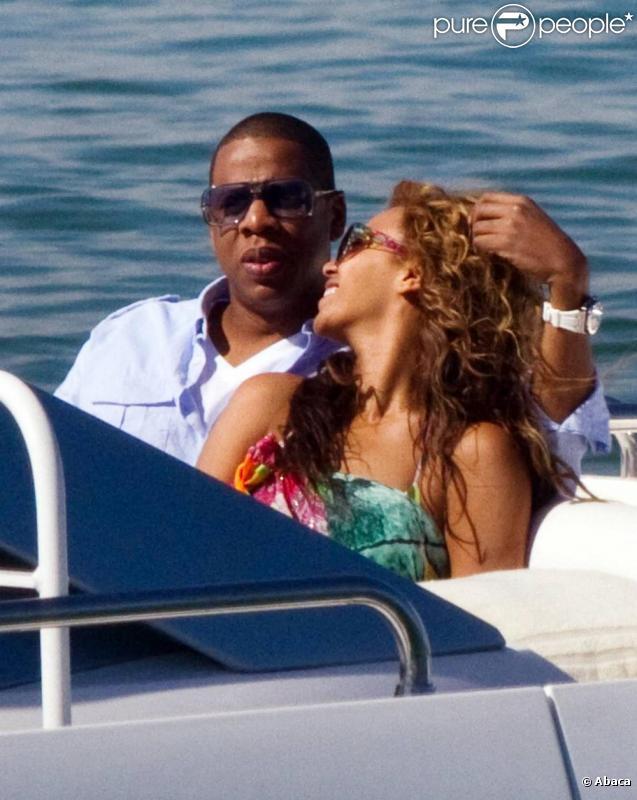 Beyoncé et Jay-Z profitent de cette croisière post-St-Valetin, et savourent l'apaisante sensation d'être seuls au monde.