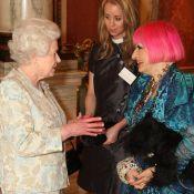 Elizabeth II se transforme en bête de mode aux côtés de Twiggy et la ravissante Sophie Dahl !