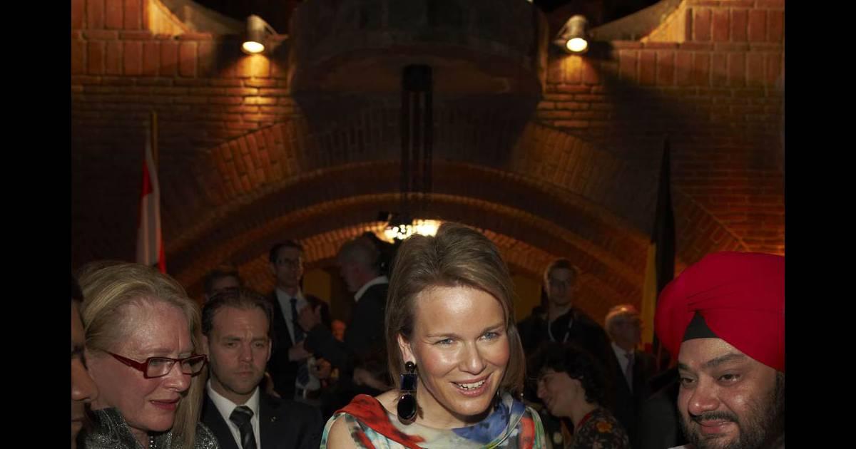 la princesse mathilde de belgique tout en l gance pour pauler son mari l 39 enjeu le vaut. Black Bedroom Furniture Sets. Home Design Ideas