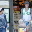 Tommy Lee et sa chérie Sofia Toufa font des courses à Los Angeles