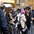 Angelina Jolie, Brad Pitt et leurs enfants à Florence en Italie.