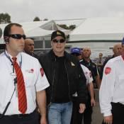 Lorsque John Travolta débarque à Melbourne aux commandes de son avion, c'est l'émeute !