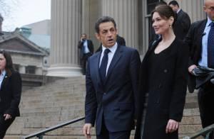 Quand Carla Bruni se transforme en Jackie Kennedy, elle brille à New York et donne un baiser à son Nicolas... (Réactualisé)