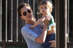 Jessica Alba : Elle retrouve sa fille irrésistible et son mari dévoué... La famille Bonheur !