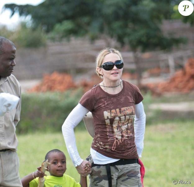 Madonna en visite avec David au Malawi, le 29 mars 2009 !