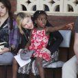Madonna et Mercy en visite au Malawi, le 5 avril 2010 !