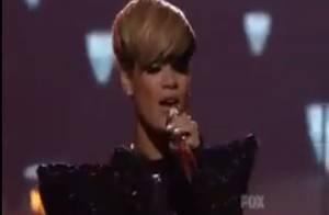 Regardez Rihanna, moulée dans une combi en PVC façon Catwoman, se transformer en tigresse !
