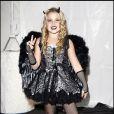Noah Cyrus a 10 ans. La soeur de Miley Cyrus a sorti une ligne de prêt-à-porter pour petites filles composées de tutus, bas résille ou autre cuissardes. Elle n'hésite pas non plus à dévoiler ses gambettes dans des micros jupes ! Un scandale !