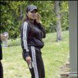 Janet Jackson joue elle aussi avec ses courbes, et en ce moment elle est au top !