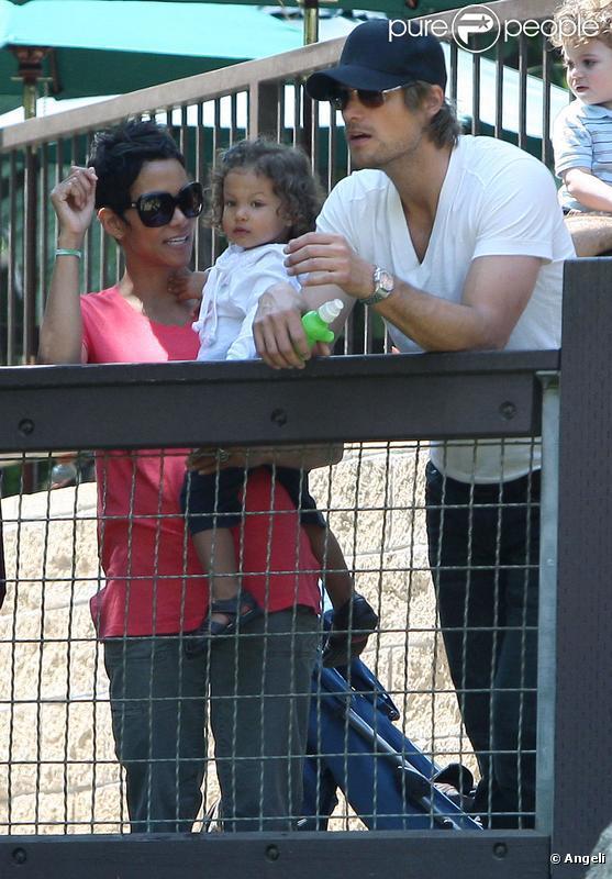 Halle Berry et Gabriel Aubry accompagnent Nahla au parc. Avril 2010