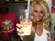 Pamela Anderson : maintenant, elle veut faire retirer le lait... des milkshakes ! A-t-elle perdu la raison ?