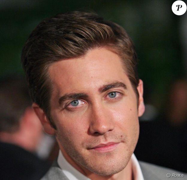 Jake Gyllenhaal évoque la relation qu'il entretenait avec Heath Ledger  avant sa mort, dans les pages du magazine GQ.