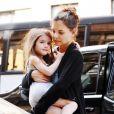Katie Holmes ne se sépare pas de la petite Suri âgée de 4 ans. La petite fille suit sa maman dans ses séances de shopping et a développé un goût pour la mode très prononcé !