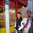 Grégoire inaugure son allée à la Foire du Trône et s'éclate dans les attractions ! Il pose ici avec la reine des forains ! 15/04/2010