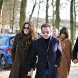 Carla Bruni et Nicolas Sarkozy dans les allées près de la résidence de La Lanterne en février 2008
