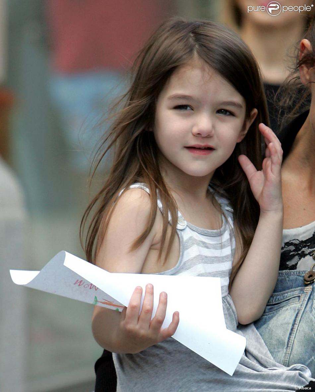 Suri cruise une petite fille d j tr s grande purepeople - Coupe petite fille 4 ans ...
