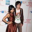 La ravissante Zoé Kravitz et un ami à la première du film Beware The Gonzo au Festival du Film de Tribeca à New York le 23 avril 2010