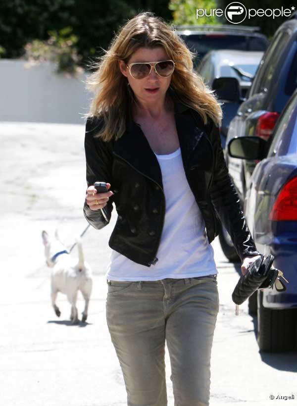Ellen Pompeo sort de chez elle à Hollywood