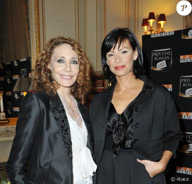 Marisa Berenson et Mathilda May, lors de la remise du 10e Prix Ciné Roman Carte Noire, dans l'enceinte du Plaza Athénée, à Paris, le 3 mai 2010.