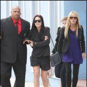 """Lindsay Lohan, très inquiète à la sortie d'un rendez-vous avec son avocat, peut compter... sur son """"super papa"""" !"""