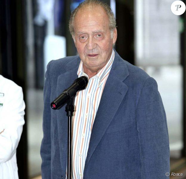 Le roi d'Espagne Juan Carlos à sa sortie d'hôpital à Barcelone, le 11 mai 2010 !