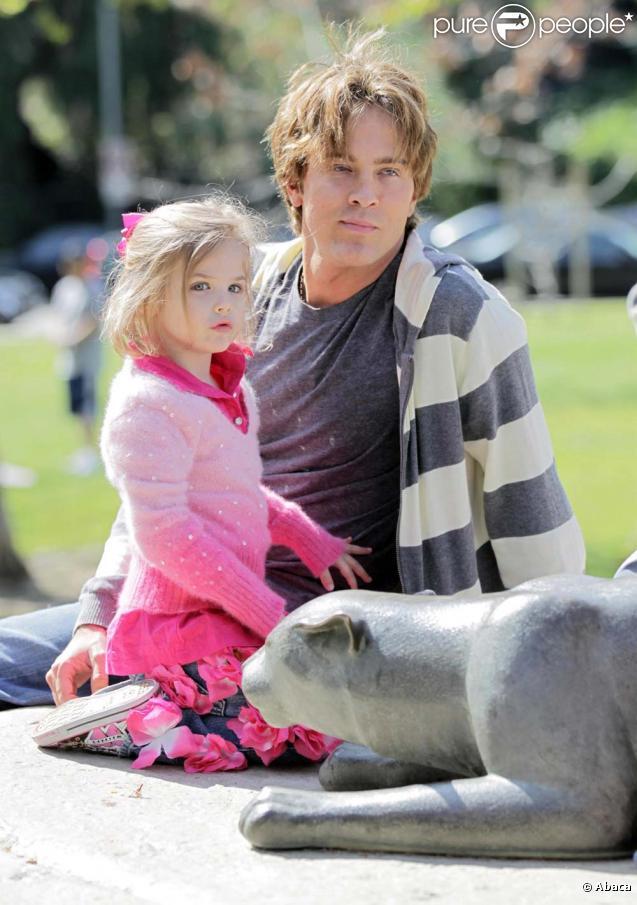 Larry Birkhead et Dannielynn, la fille d'Anna Nicole Smith, à Los Angeles, le 13 mars 2010 !