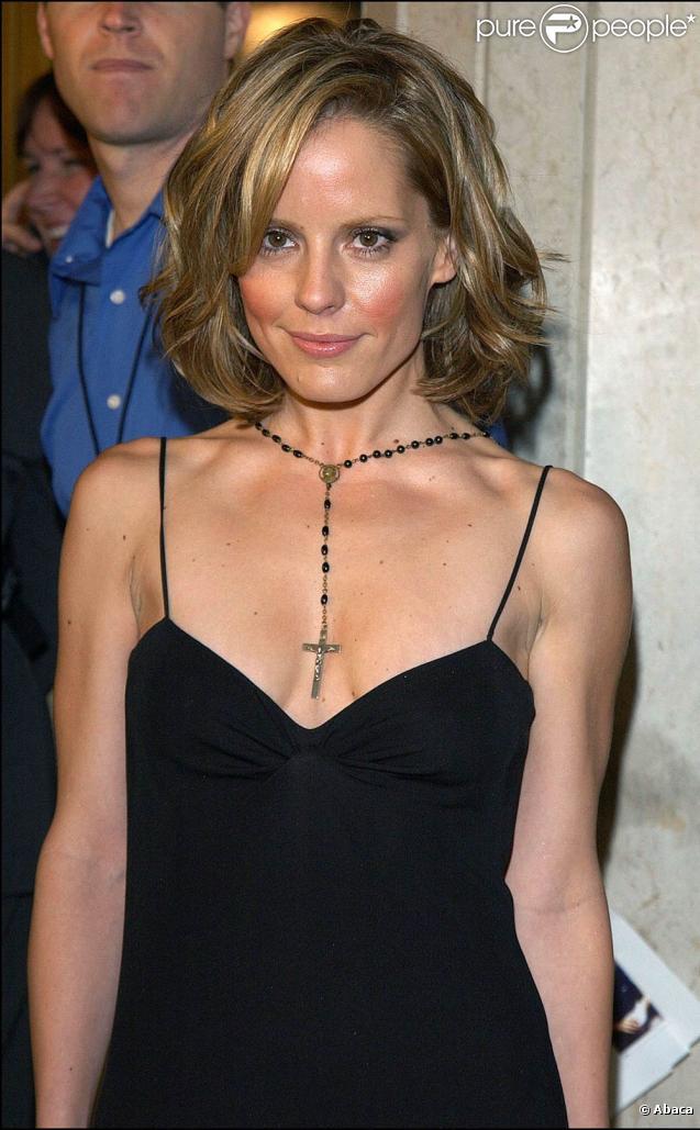 A 37 ans, Emma Caulfield, bien connue pour ses rôles dans Beverly Hills et Buffy contre les vampires, demande le divorce d'avec son mari Cornelius