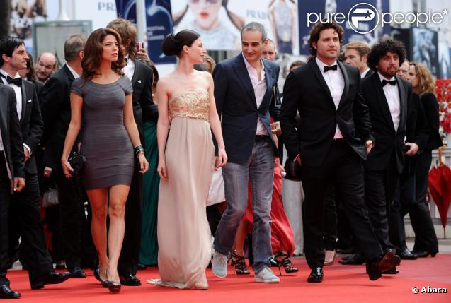 L'équipe du film, avec notamment les acteurs Nora Von Waldstaetten, Alexander Scheer et Edgar Ramirez lors de la présentation du biopic réalisé par Olivier Assayas, intitulé Carlos le 19 mai 2010 durant le 63e festival de Cannes